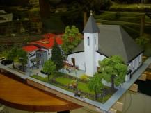 Robert Graus mit seinem Modell der VS, KG und Kirche